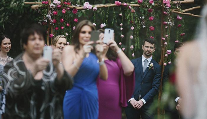 photographer-wedding-guest-phones